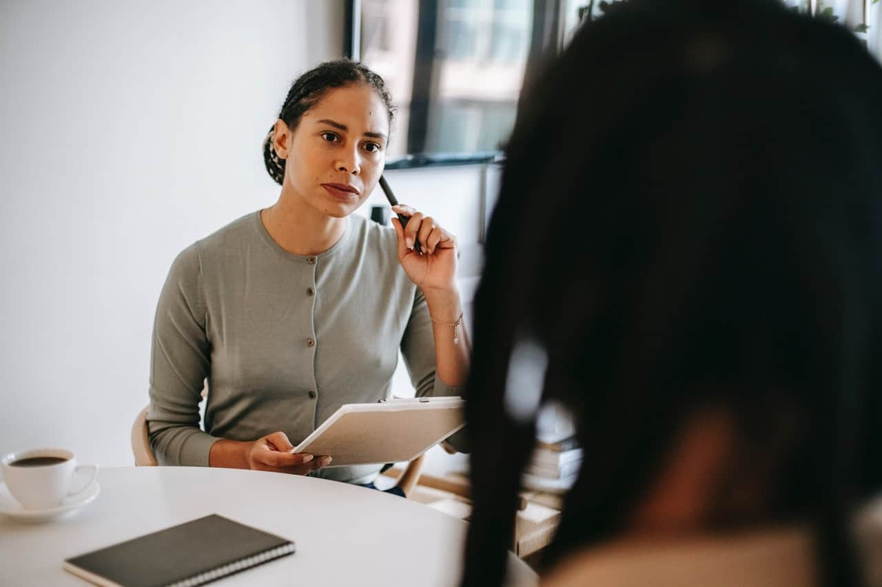 Black or Latina therapist with black client